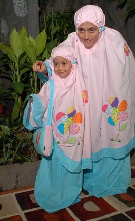 mukena-bunga-kupu-pink-biru